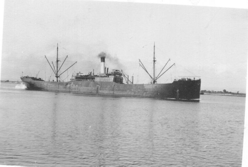 1914-15 General cargo vessel entering port
