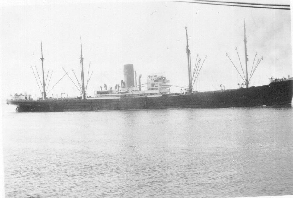 1929-30 General cargo vessel entering port