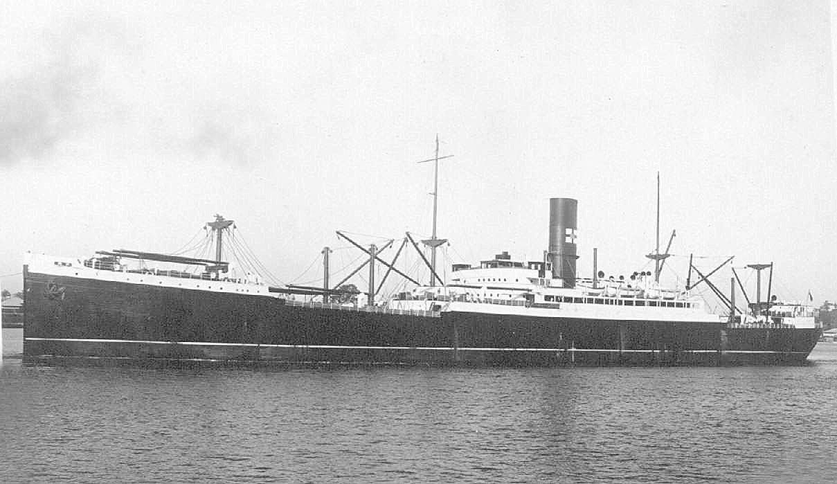 1915 Refrigerated cargo vessel in port
