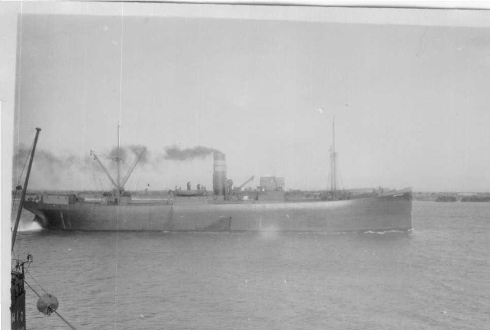 1921-22 General cargo vessel underway