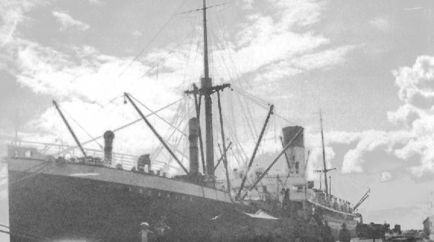 1927-28 general cargo vessel in port