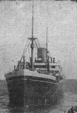 1921 passenger vessel entering port