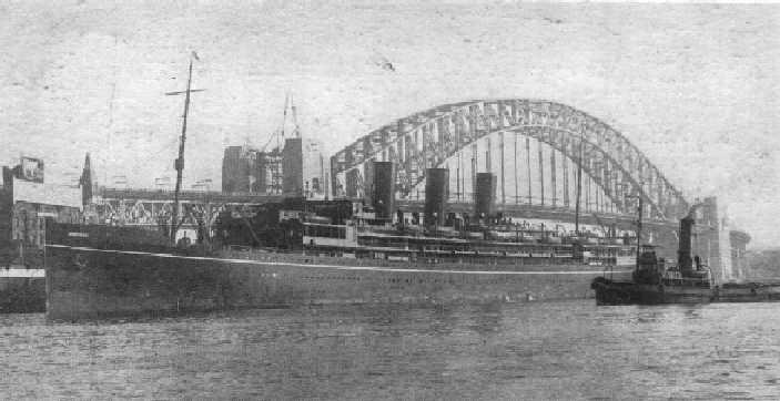 1918 passenger vessel berthing in Sdyney.
